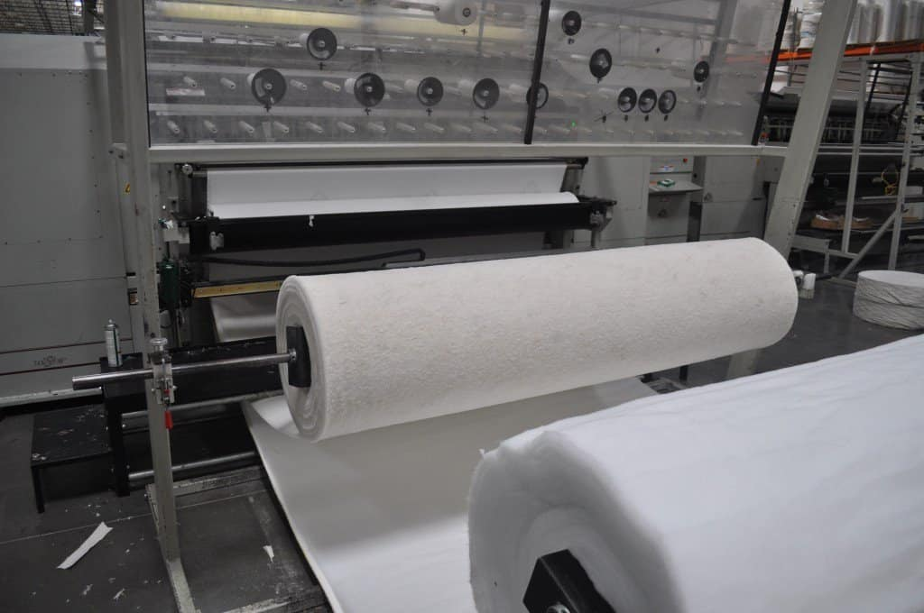This machine weaves the mattress cover together from raw textiles.