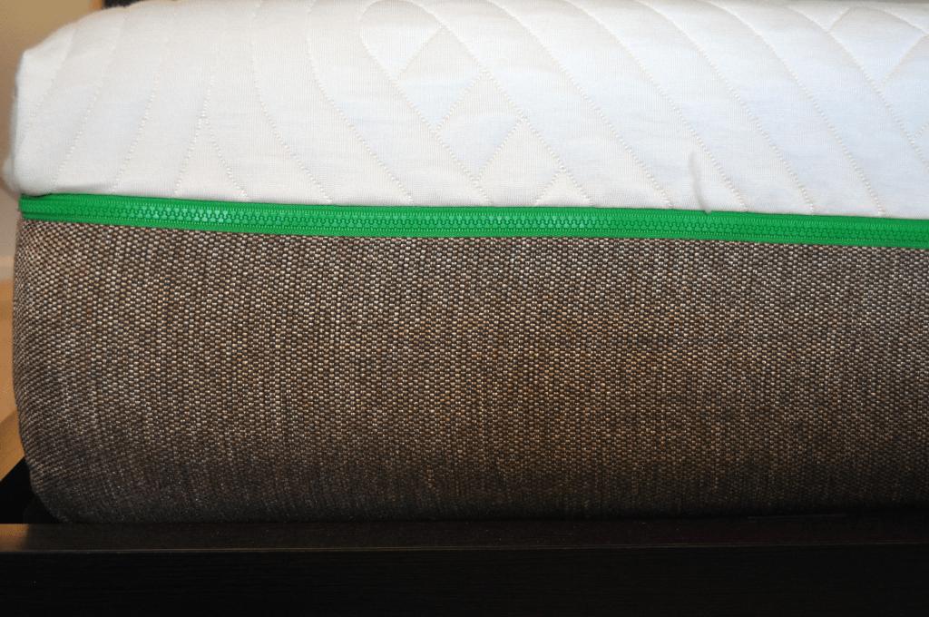 Close up of the Live & Sleep zipper