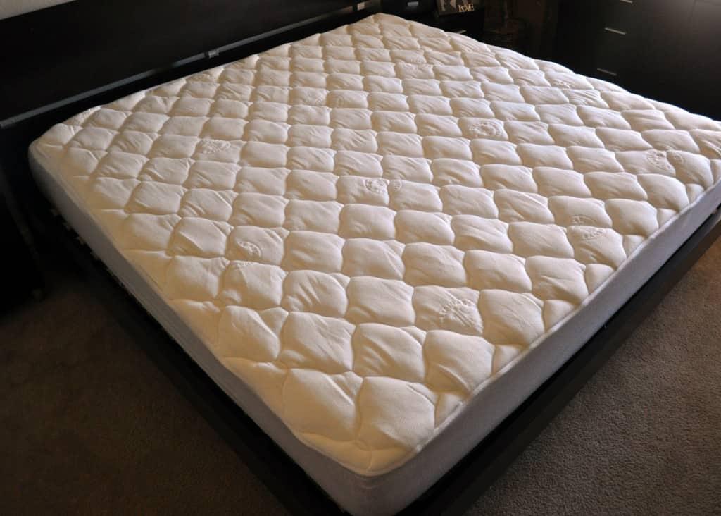 "eLuxurySupply bamboo mattress pad - King size on 10"" foam mattress"