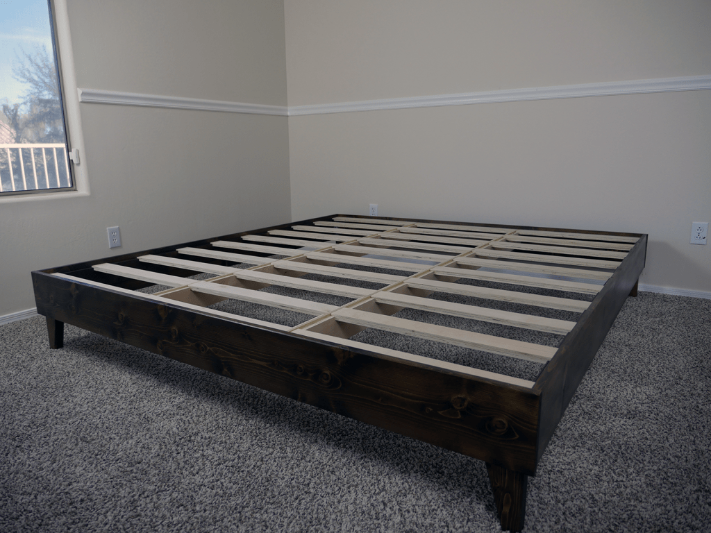 eLuxurySupply platform bed - overview of the construction