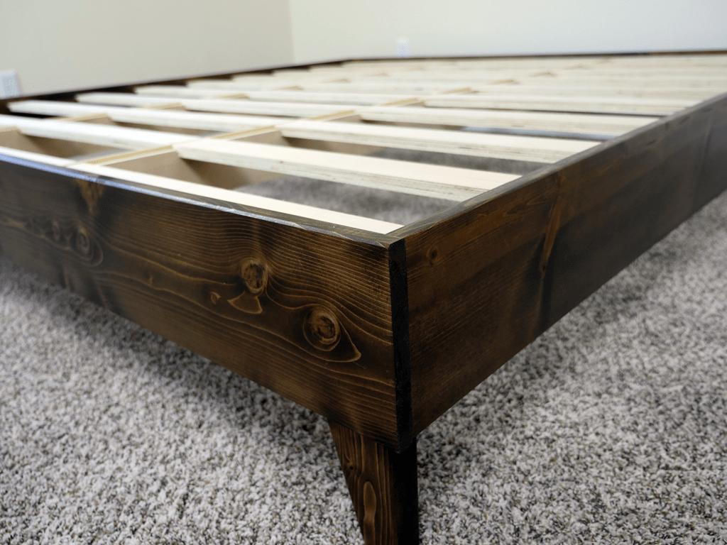 eLuxurySupply platform bed - close up shot