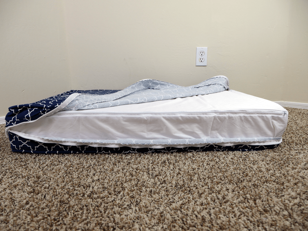 eLuxurySupply dog bed waterproof protector