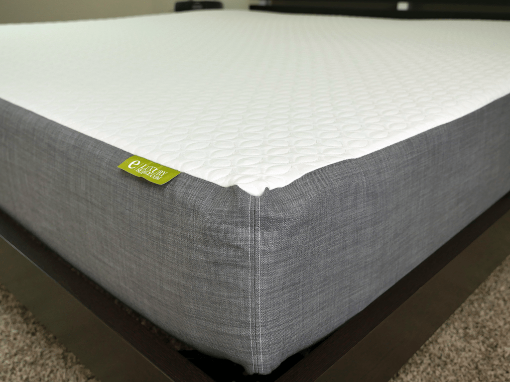 Close up shot of the eLuxurySupply mattress cover