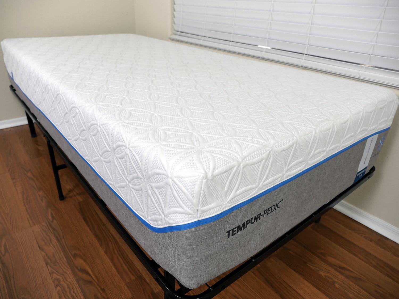 close up shot of the tempurpedic cloud supreme breeze mattress cover