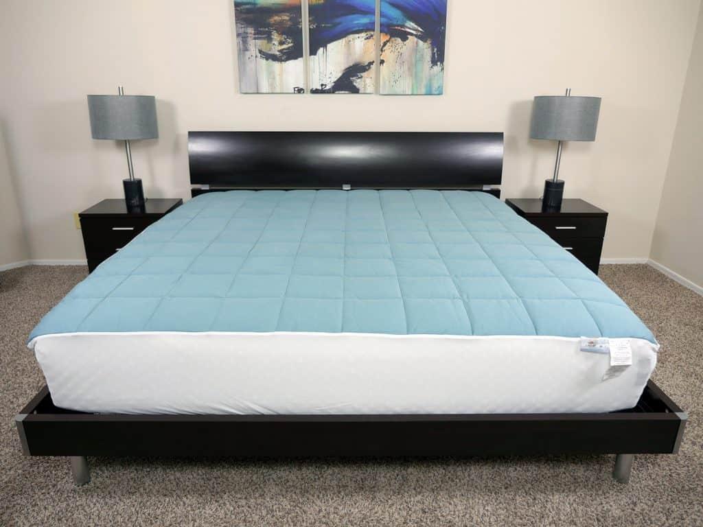 Slumber Cloud Nacreous mattress pad set up