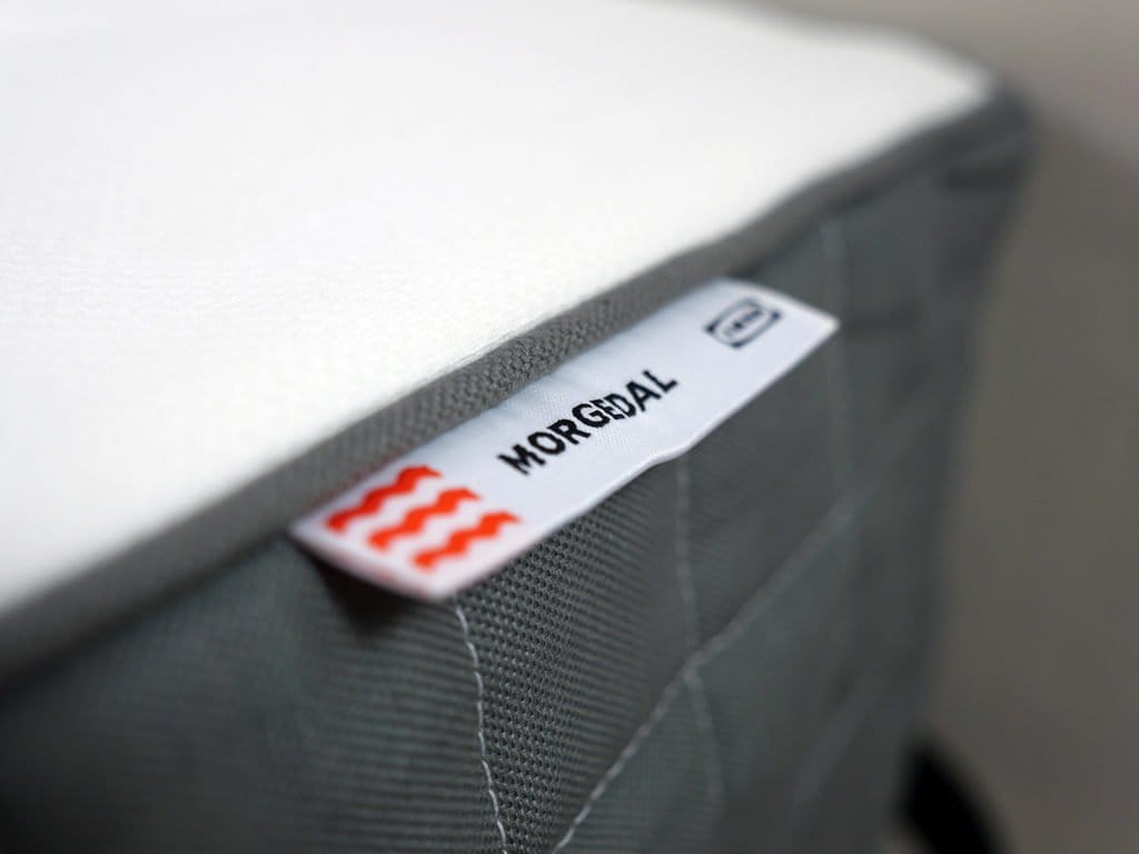 Ultra close up shot of the Morgedal mattress logo