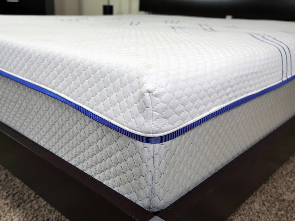 Close up shot of the eLuxurySupply hybrid mattress cover