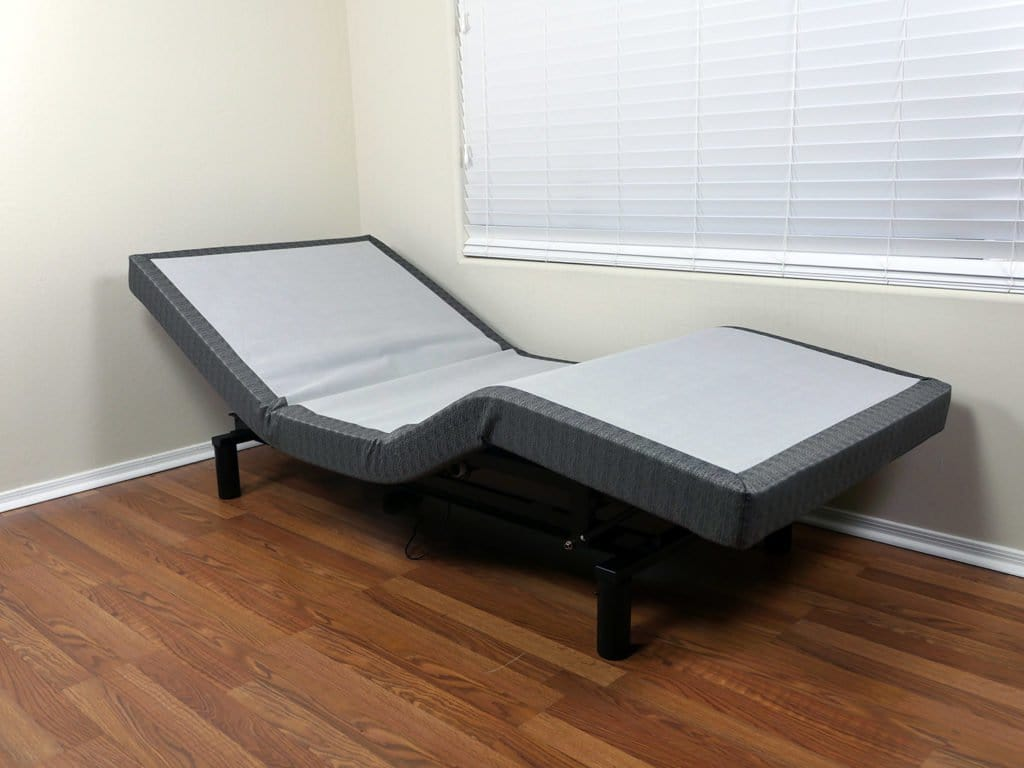 Lineal adjustable bed - lounge position