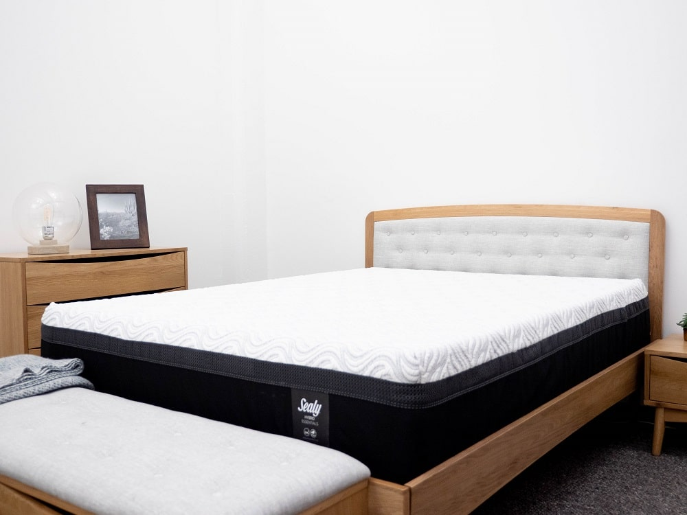 sealy hybrid essentials mattress review does your bed need more bounce. Black Bedroom Furniture Sets. Home Design Ideas