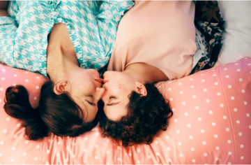 New App Turns '90s Rom-Coms into Bedtime Stories