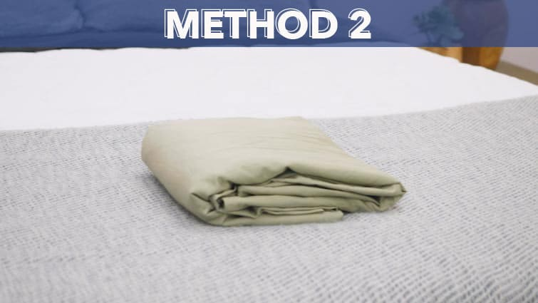 How to fold a fitted sheet-method 2
