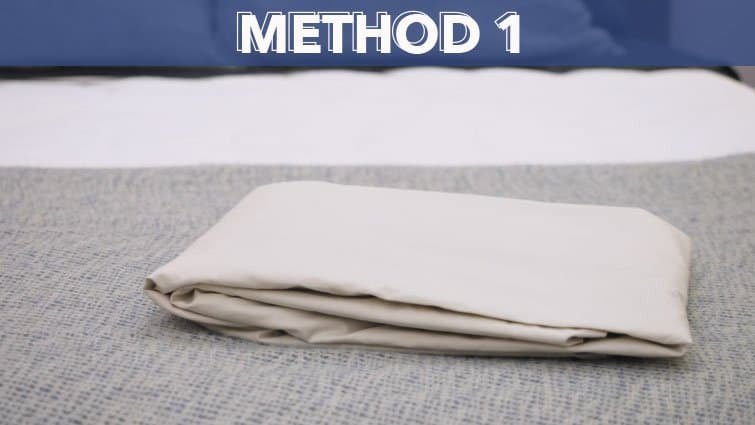 How to fold a fitted sheet-method one