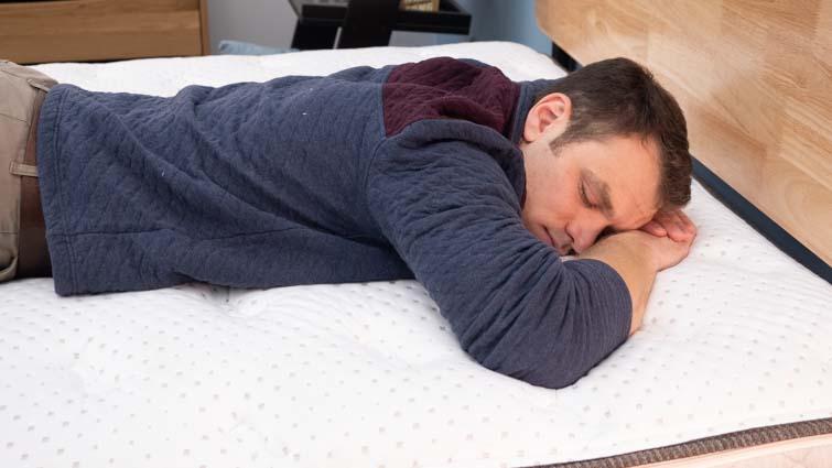 Stomach sleeping on the Dreamfoam Elements Latex
