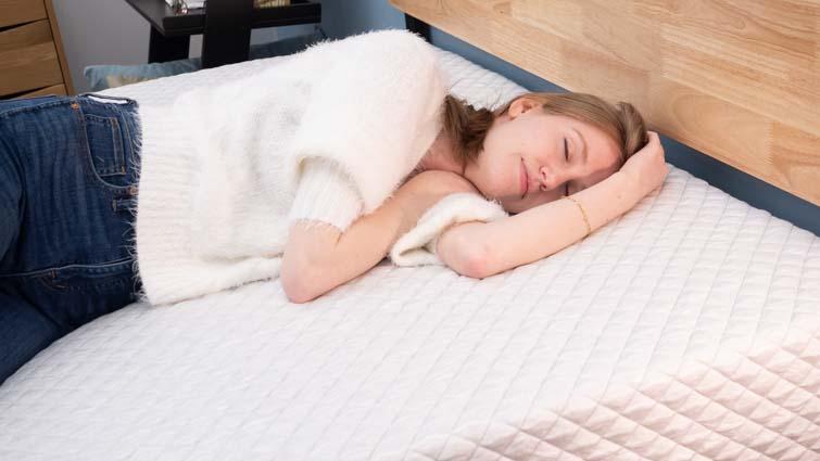Side sleeping on the Leesa Hybrid