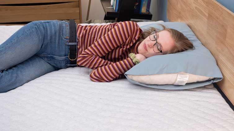 Side sleeping on the Casper Wave Hybrid Snow mattress