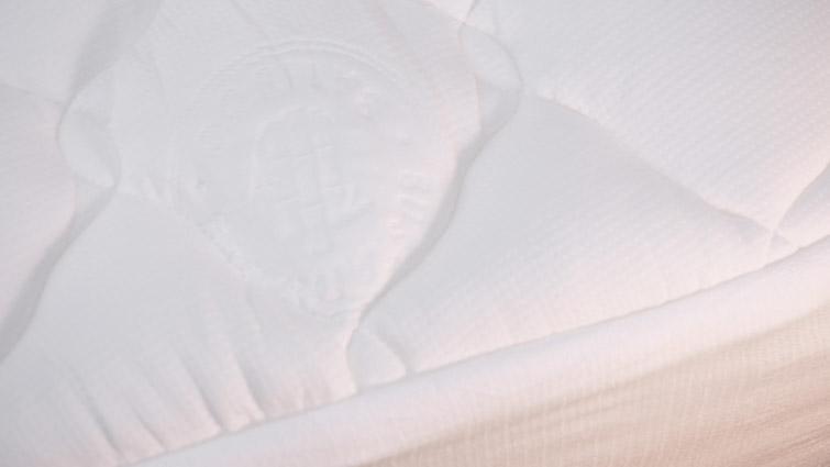 Helix plush mattress topper cover close up